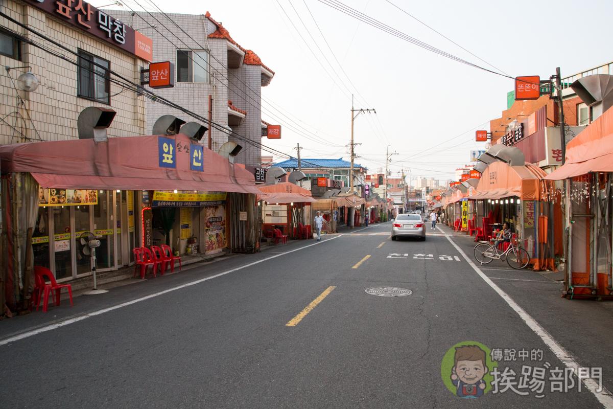 安吉郎市場烤腸一條街